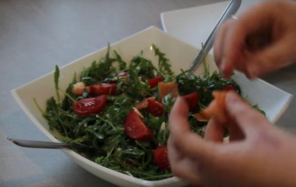 Kuchnia z klimatem: Sałatka z rukolą i łososiem