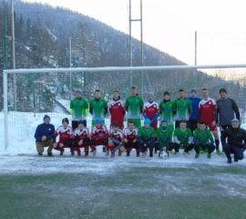 Piłkarze z Huty Dąbrowej na najwyżej położonym boisku w Polsce