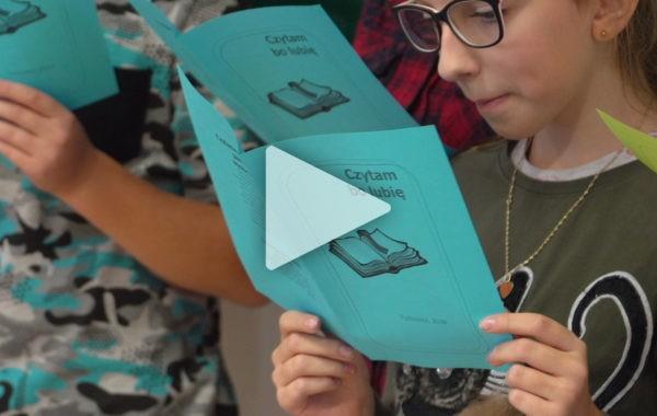 Kampania promująca czytelnictwo w szkole w Tuchowiczu.