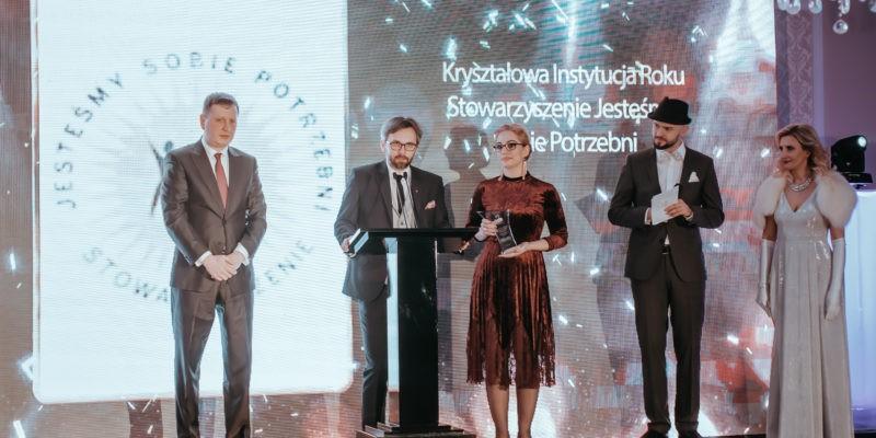 """Kryształową Instytucją roku zostało Stowarzyszenie """"Jesteśmy Sobie Potrzebni""""!"""