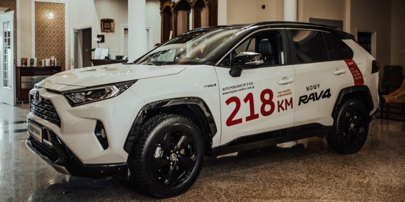 Mogliście Państwo podziwiać najnowszą Toyotę Rav4, dzięki naszemu Kryształowemu Mecenasowi Gali – Auto Podlasie