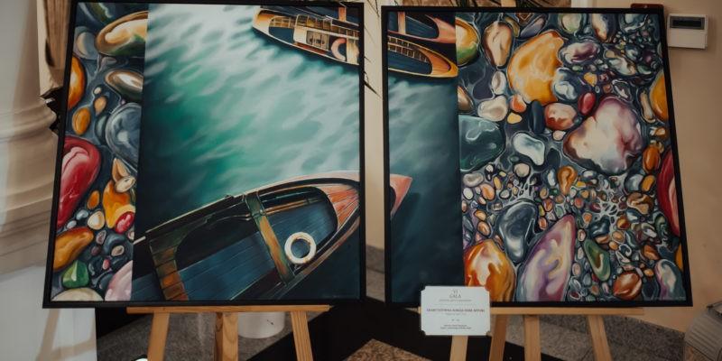 Po drugim ciepłym posiłku mogliście Państwo wziąć udział w aukcji charytatywnej, w której do wylicytowania były trzy dzieła sztuki przygotowane specjalnie na galę przez regionalnych artystów. Na zdjęciu widnieje Dybtyk Pani Elwiry Sosnowskiej wykonany techniką olejną. Dybtyk został wylicytowany za 2100zł!